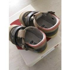 Chaussures à scratch GBB  pas cher
