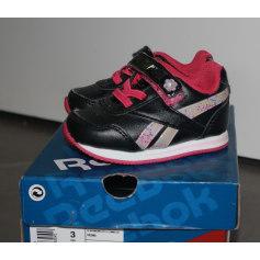 Chaussures à scratch Reebok  pas cher