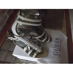 Sandales plates  Guess  pas cher