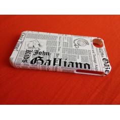 Bijou de téléphone John Galliano  pas cher