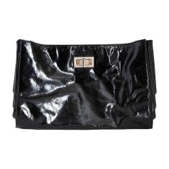 Sac pochette en cuir Chanel 2.55 pas cher