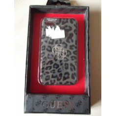 Etui iPhone  Guess  pas cher