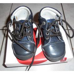 Chaussures à lacets GBB  pas cher