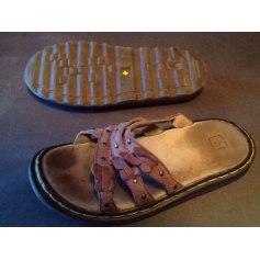Sandales plates  Dr. Martens  pas cher