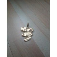 Pendentif, collier pendentif Biche de Bère  pas cher