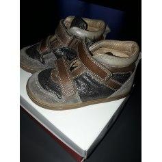 Chaussures à scratch Pom d'Api  pas cher