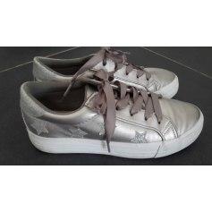 Sneakers Texto