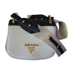 Sac en bandoulière en cuir Prada  pas cher