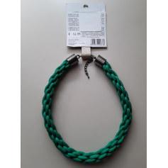 Collier Benetton  pas cher