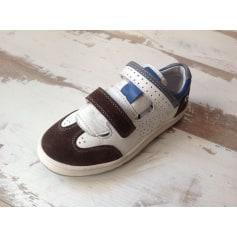 Schuhe mit Klettverschluss TTY