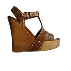 Sandales compensées Miu Miu Embellished pas cher