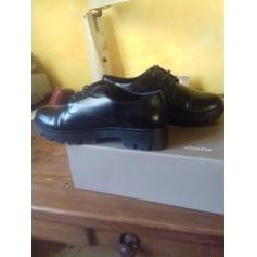 Chaussures à lacets  Bata  pas cher