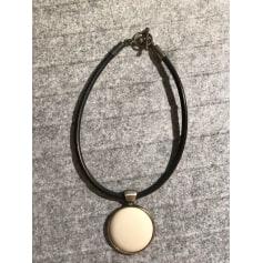 Pendentif, collier pendentif Ubu  pas cher