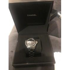 Montre au poignet Chanel J12 pas cher