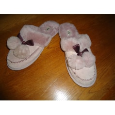 Chaussons & pantoufles UGG  pas cher