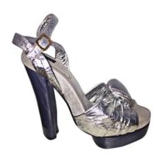 Sandali con tacchi MARC JACOBS Argentato, acciaio