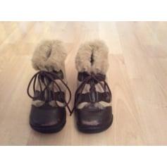 Lace Up Shoes Qui Courait Dans L'Herbe
