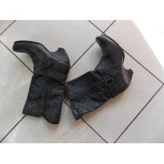 Bottines & low boots à compensés Liberto  pas cher