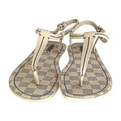 Sandales plates  LOUIS VUITTON Blanc, blanc cassé, écru