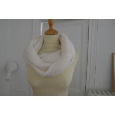 6d99e90dd7ec Echarpes   Foulards Abercrombie   Fitch Femme   articles tendance ...