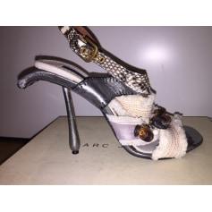Sandali con tacchi MARC JACOBS Bianco, bianco sporco, ecru