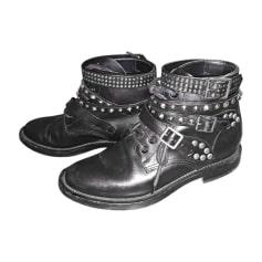 Bottines & low boots plates YVES SAINT LAURENT Noir
