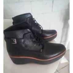Bottines & low boots à compensés KICKERS Noir