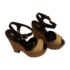 Sandales compensées FENDI noir, blanche, jaune