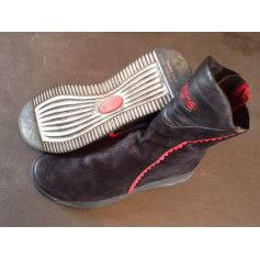Bottines & low boots plates ARCHE Noir et rouge