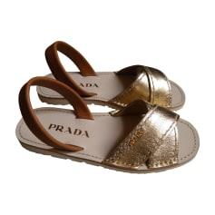 Sandali piatti PRADA Dorato, bronzo, rame