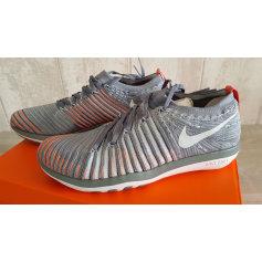 Sneakers NIKE gris frais / platine pur
