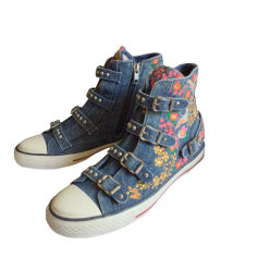 Baskets ASH Jeans bleu délavé et broderie couleurs