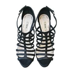 Sandali con tacchi MIU MIU Nero