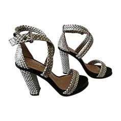 Sandales à talons BARBARA BUI blanc noir impression ecailles