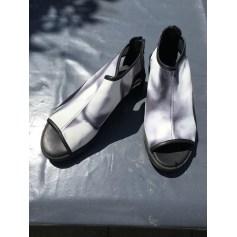 Sandales plates  ARCHE noir blanc imprimé gris bleu