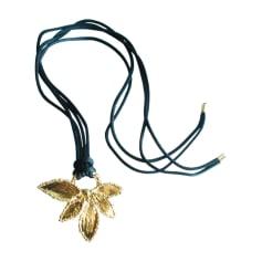 Pendentif, collier pendentif YVES SAINT LAURENT Doré, bronze, cuivre