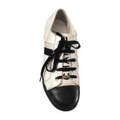 Sneakers CHANEL White, off-white, ecru