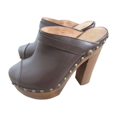 Clogs CHANEL Brown