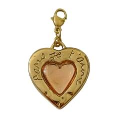 Ciondolo, collana con ciondoli YVES SAINT LAURENT Dorato, bronzo, rame