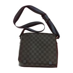 be788cc1be4a Sacs   Pochettes en bandoulière Louis Vuitton Homme   articles luxe ...