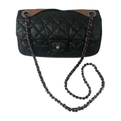 Leather Shoulder Bag CHANEL Black