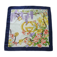 Echarpes   Foulards Gucci Femme occasion   articles luxe - Videdressing f2dee2c1412