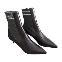 b89768c263b2 Chaussures Fendi Femme   articles luxe - Videdressing