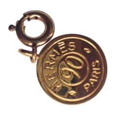 Bijou de téléphone HERMÈS Doré, bronze, cuivre