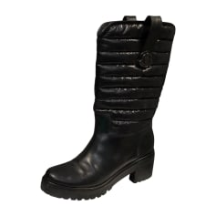 8f4bbf2927d Chaussures Moncler Femme   articles luxe - Videdressing