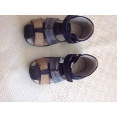 bb4ff6531bf14 Chaussures Kickers Bébé   articles tendance - Videdressing