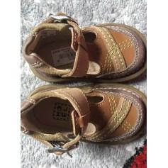 12d710171c4a8 Chaussures Bébé de marque   luxe pas cher - Videdressing