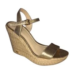 c407285570df7b Sandales compensées Femme de marque & luxe pas cher - Videdressing