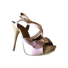 ec068d905fb2ec Chaussures Guess Femme occasion : articles tendance - Videdressing