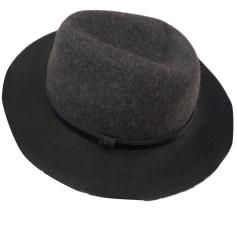 beed362a54c59 Chapeaux & Bonnets Femme de marque & luxe pas cher - Videdressing